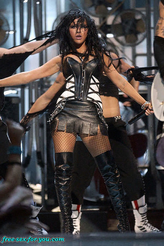 Christina Aguilera Hot Perform In Leather Suit