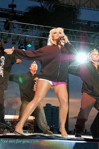 Brooke Hogan Hot While She Does Striptease