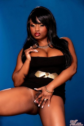 Jada Fire Is Smooking Hot And Bootilicious.