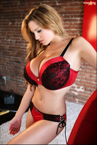 Sweet Jordan With 32 Hh Bust Size Poses In Lingerie