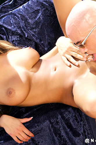 Sexy Babe Getting Fucked Outside