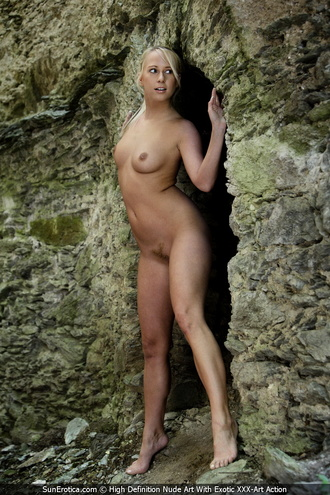 Carla Is A Blonde Babe That Loves To Show Her Naked Body And This Time She Is Posing Nude At The Vaults
