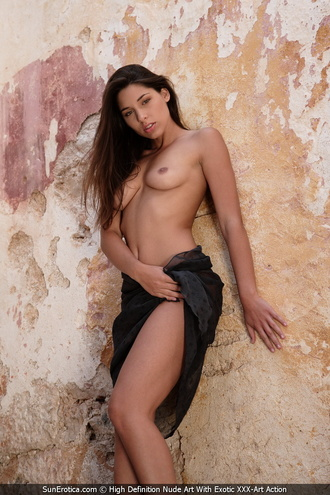 Adriana Posing Nude