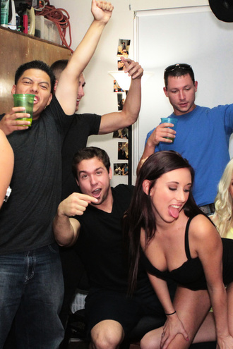 Hot College Babes Make A Pledge And Fuck To Get Into A Fraternity Smoken Hot Babes