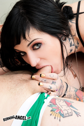 Emo Whore Kylee Kross Gets Fucked By Two Roomates