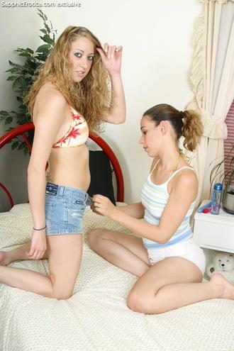 Lesbians Cumming