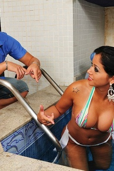 Gina Invites Her Friend Jazz For A Swim In The Poo