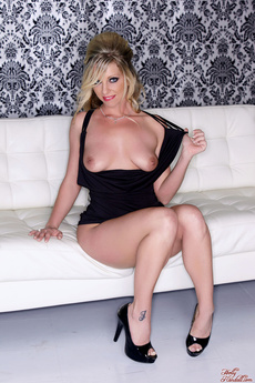 Britney Lace Shows Her Body