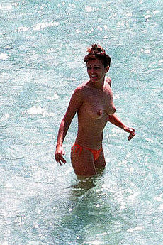 Elizabeth Hurley Topless Caught At The Beach