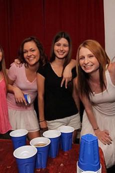 Hot Amatuer Teen College Dorm Girls Getting It On Threesome