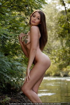 Busty Brunette Babe Sara In This Nude Art Posing And Showing Her Big Tits And Ncie Firm Ass By The River