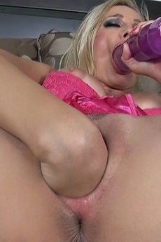 Sandy Is Alone And Very Horny, She Definitely Need