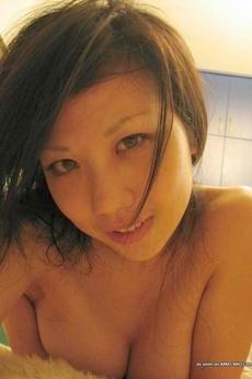 Naked Cutie Teasing In Hot Selfpics