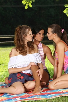 Alfresco Lesbians