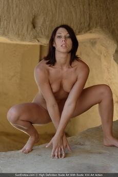 Hot Nude Posing With Nikita