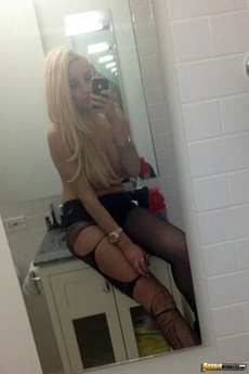 Wild And Naughty Amanda Bynes In Her Leaked Twitter Photos