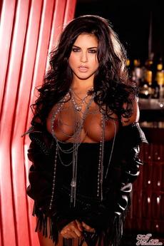Irresistible Sunny Leone
