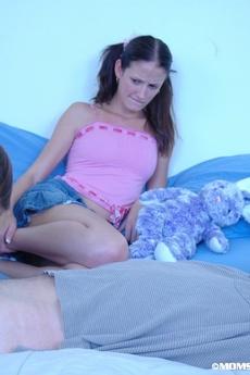 Mom Teaches Teen Deepthroat