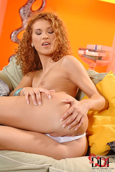 Anna Mary Playing With Pussy