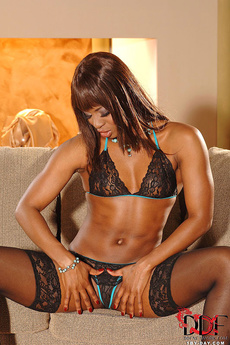 Ebony Babe Jasmine On 1 By Day