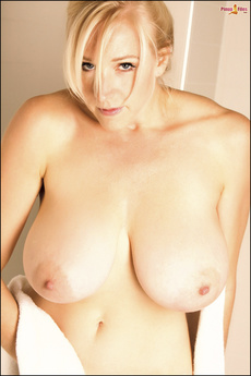 Hot Busty Blonde Showing Her Huge Natural Titties
