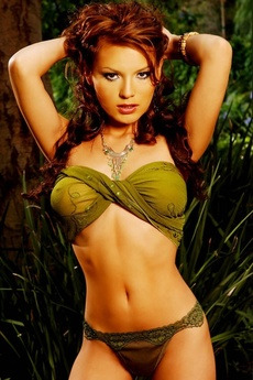 Stunning Brunette Mari Possa