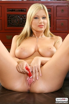 Perfect Blonde Carol Goldnerova