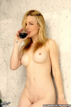 Blonde Beauty Kayden Kross Takes A Bath