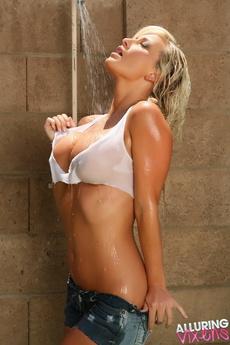 Busty Blonde Vixen Layla