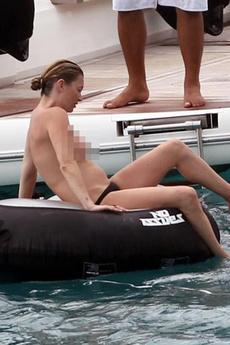 Kate Moss&#039, Tits Get Manhandled