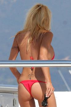 Pamela Anderson Big Boobs In A Bikini