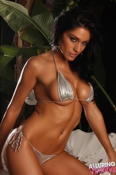 Stunning Vixen Amanda picture 12