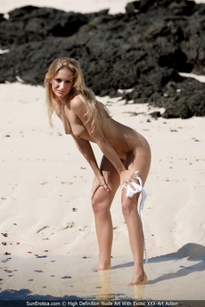 Leslie Strips Her White Bikini Down And Plays Naked In The Shallow Water picture 9