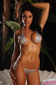 Stunning Vixen Amanda picture 7