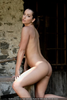 Sexy Babe Elena Gives Us An Opportunity To See Her Amazing Body With Shavd Pussy And Cute Tits picture 3