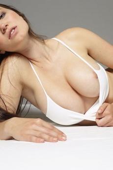 Yara Sensuous picture 8