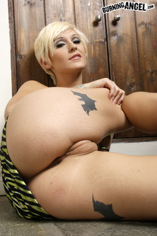 Blonde Tattooed Pixie Strips Off Her Gown picture 12