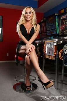 Sexy Mary Carey Strips From Her Black Dress Exposing Her Curvy Hot Body. picture 1