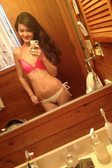 Sexy Ass Babe Strips Naked In Amateur Pics picture 2